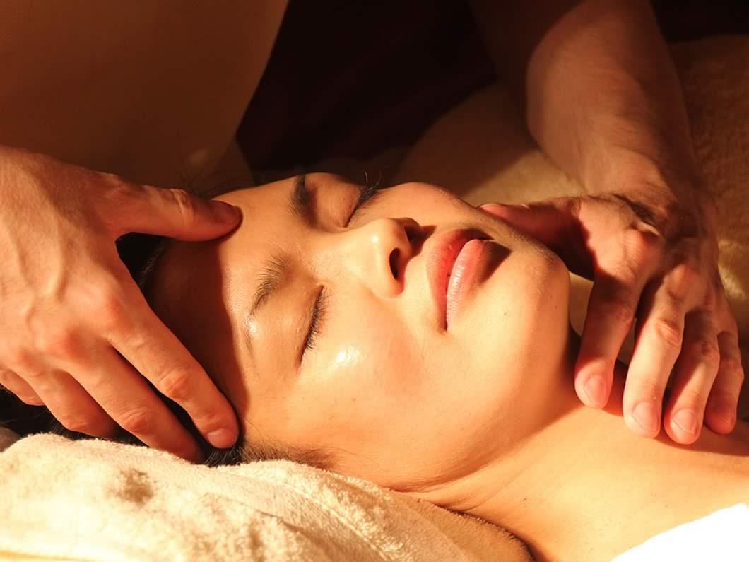 Traditional Thai Massage on Bootsbar Thai Spa